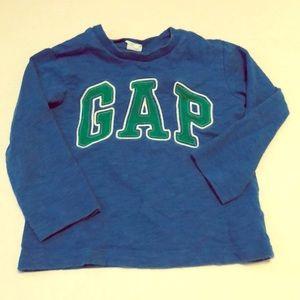 Long sleeve Gap logo tee shirt 2T 5/$25 sale 🎉❤️